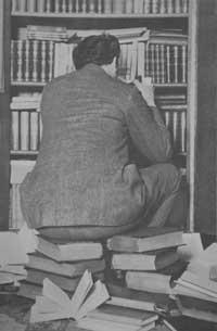 Bibliomane-sitzend